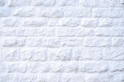 オーラを視るときは背景は白い壁に